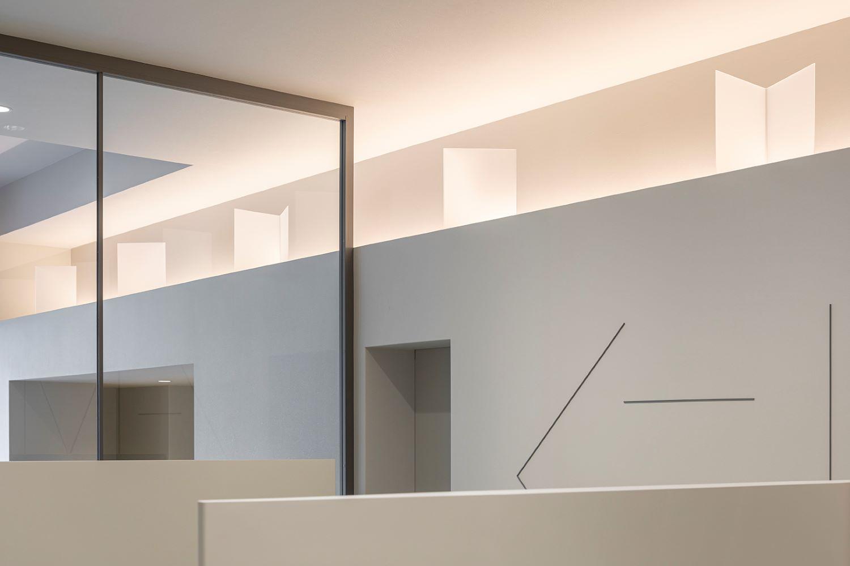 歯科医院の内装デザイン・内装設計・建築デザインを、45年以上のキャリアを持つジョイントセンターがクリエイティブな発想でご提案いたします。人に優しく衛生的な歯科デザインで、ブランド作りを意識したデンタルクリニックをサポートいたします。