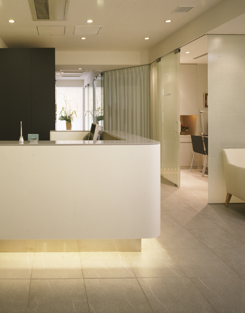 歯科医院の内装デザイン、内装設計、建築デザインを、ジョイントセンターがクリエイティブな発想でご提案します。人に優しく衛生的、シンプルでおしゃれな歯科デザインで、デンタルクリニックをサポートします。